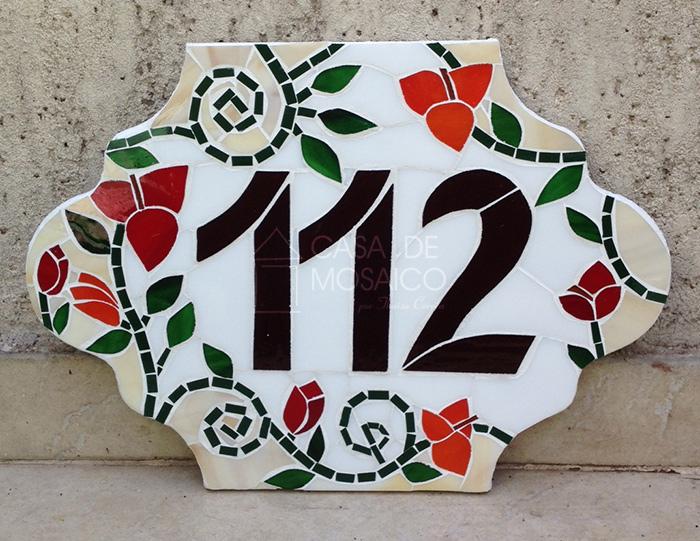 Número de mosaico com primaveras em formato fechadura