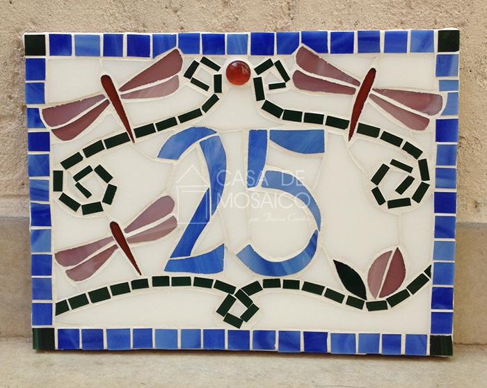 Número de mosaico com libélulas