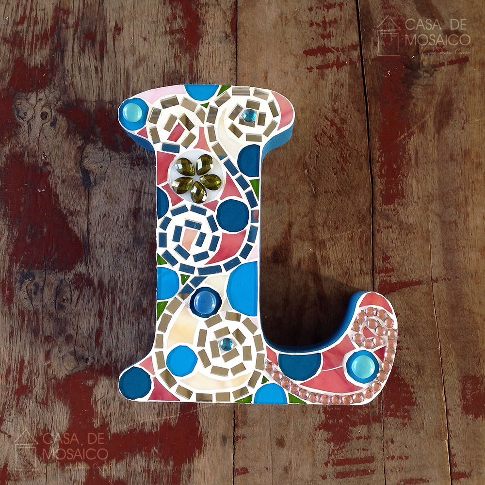 Letra L de mosaico de vidro para decoração