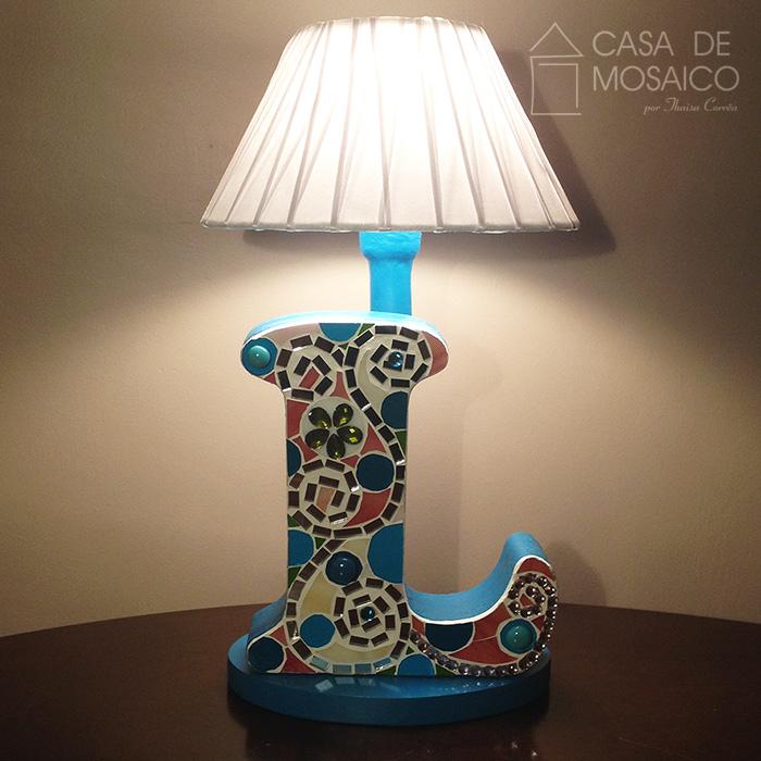 Luminária com Letra L de mosaico de vidro para decoração
