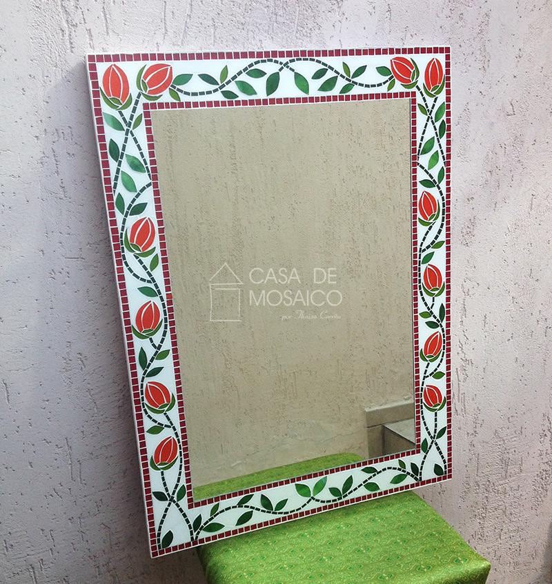 Espelho de mosaico com tulipas