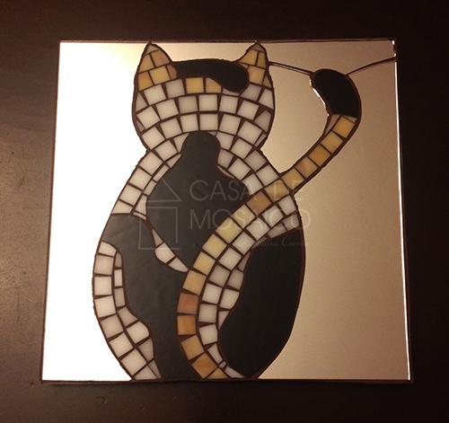 Quadro e espelho com gato
