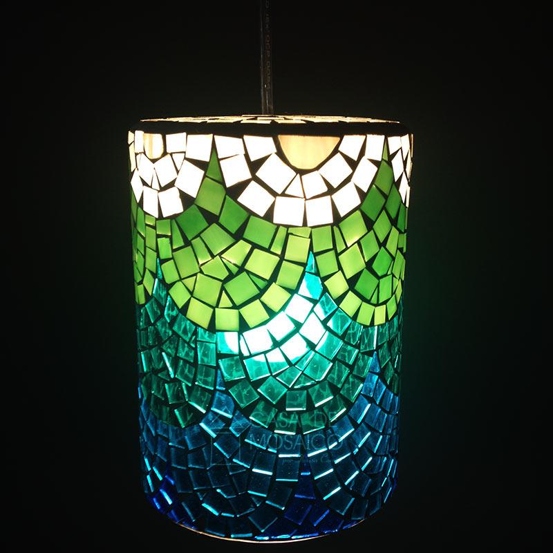 Luminária Ariel – pendente em mosaico de vidro branco, azul e verde
