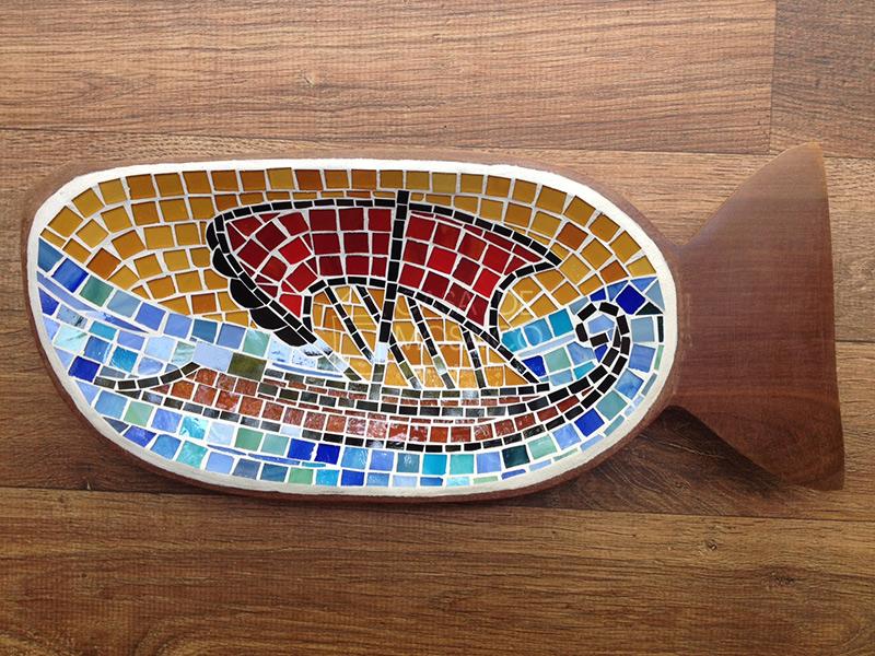 Gamela em formato de peixe