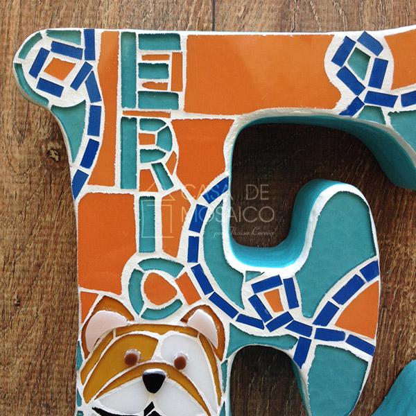 Letra de mosaico para decoração de quarto do bebê